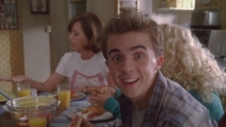 Malcolm in the Middle - 07x05 Jessica Stays Over