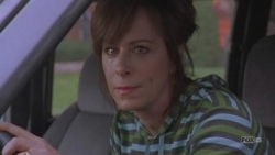 Malcolm in the Middle - 07x16 Lois Strikes Back