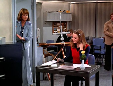 The Mary Tyler Moore Show - 04x13 I Gave at the Office