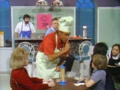 Mister Rogers' Neighborhood - 07x60 MGR-TV is On the Air (2)