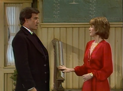 Newhart - 01x10 The Senator's Wife Was Indiscreet
