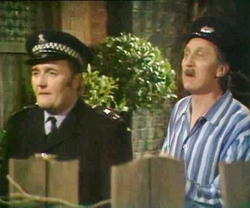 On The Buses (UK) - 07x13 Gardening Time