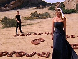 Roswell - 01x19 Four Square