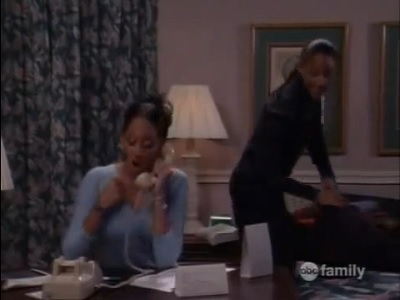 Sister, Sister - 06x07 The Domino Effect