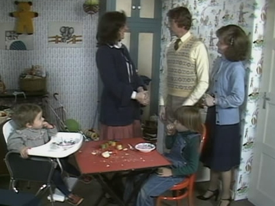 Some Mothers Do 'Ave 'Em (UK) - 03x07 Christmas '78 - Learning to Fly Screenshot