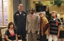 The Suite Life of Zack and Cody - 03x22 Mr. Tipton Comes To Visit Screenshot