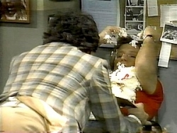 WKRP in Cincinnati - 04x22 Up and Down the Dial Screenshot