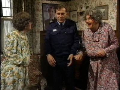 Harry Enfield and Chums (UK) - 01x02 Series 1, Show 2