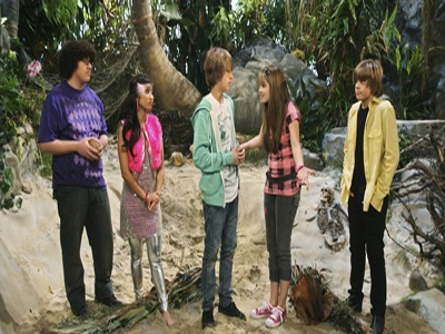 The Suite Life on Deck - 02x08 Lost at Sea