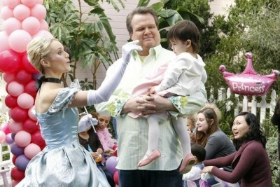 Modern Family - 02x15 Princess Party