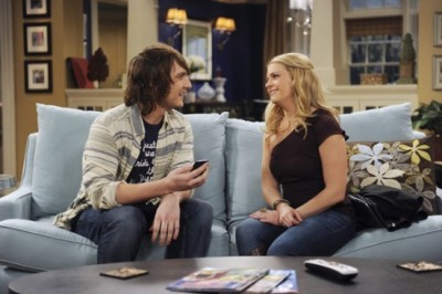 Melissa & Joey - 01x23 Going the Distance?