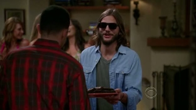 Two and a Half Men - 09x05 A Giant Cat Holding a Churro
