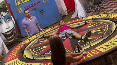 Fear Factor - 07x08 Leeches & Shaved Heads & Tear Gas, Oh My!! - Part 2 Screenshot