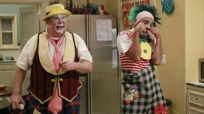 Modern Family - 03x18 Send Out the Clowns