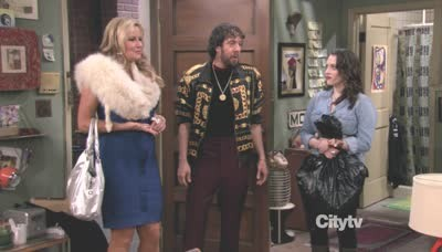 2 Broke Girls - 01x21 And the Messy Purse Smackdown