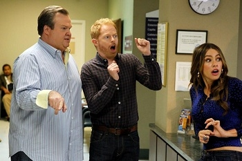 Modern Family - 03x24 Baby on Board