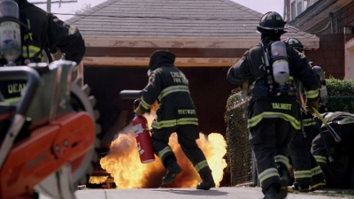 Chicago Fire - 01x07 Two Families