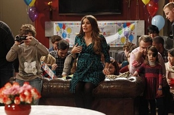Modern Family - 04x12 Party Crasher