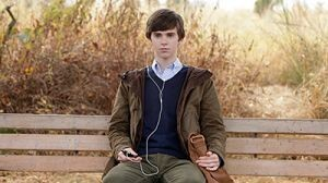 Bates Motel - 01x01 First You Dream, Then You Die