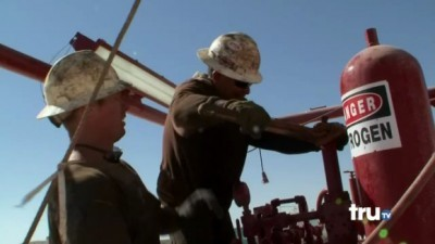Black Gold - 05x10 Showdown on Rig 28 Screenshot