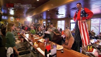 Only in America with Larry the Cable Guy - 03x16 Larry Becomes Statuesque Screenshot