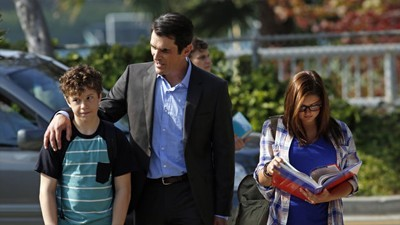 Modern Family - 05x02 First Days