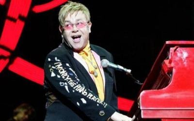 Elton's New Year's Eve Party: Live From The O2 Arena (UK) - 01x01 Episode 1 Screenshot
