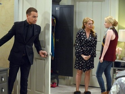 Melissa & Joey - 03x32 Right Time, Right Place