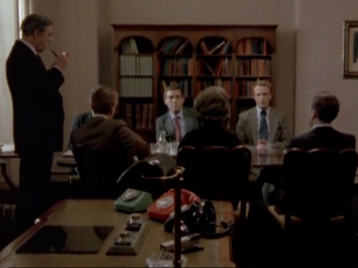 Tinker, Tailor, Soldier, Spy (UK) - 01x04 How It All Fits Together