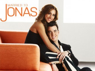 Married to Jonas tv show photo