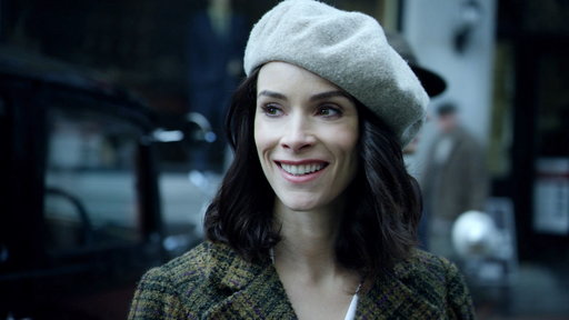 30d0baab0e16 S01E01 Meet Lucy Preston, the Unlikely Heroine of Timeless