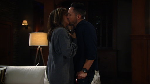 Season 54, Episode #184 Alexis & Julian Kiss! Screenshot
