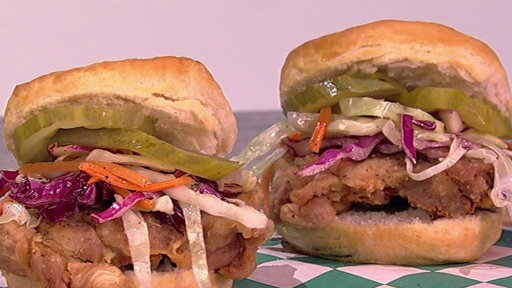 S6E86 Clinton Kelly Makes Fried Chicken Biscuit Sammies