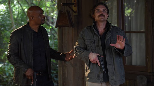 Lethal Weapon S01E18 Commencement
