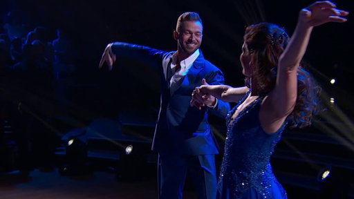 S24E1 Nancy Kerrigan's Graceful Viennese Waltz