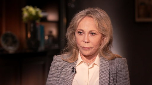 S0E0 Faye Dunaway: Oscar Mix-up Is 'a Moment I Still Haven't Recovered from'