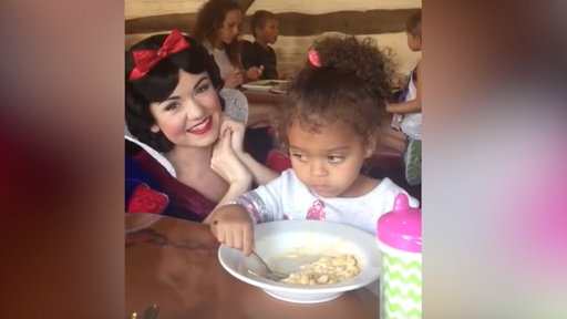 S0E0 Little Girl Is Unimpressed by Snow White, Just Wants to Eat Her Mac and Cheese