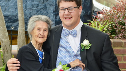 S0E0 See This High School Junior Take His Dying Grandmother to Prom
