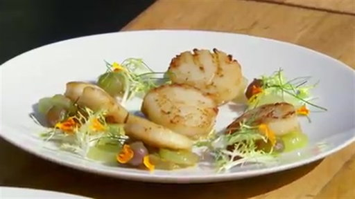 S8E17 Gordon Ramsay Demonstrates How To Prepare A Scallop Dish