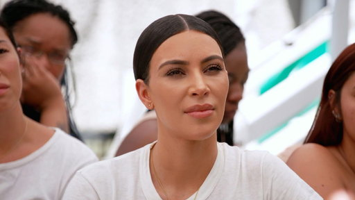 S14E8 Kim Kardashian Supports Homeless Shelter Alexandria House