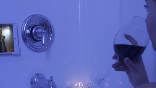 S0E0 New device holds your phone or tablet in the bathtub