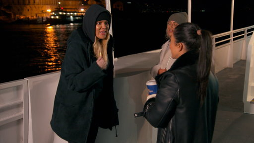 """S14E19 Khloe Calls Out Kourtney: """"What the F--k Are You Here For?!"""""""