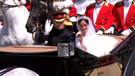 S0E0 Carriage procession carries Duke and Duchess of Sussex to greet adoring crowds