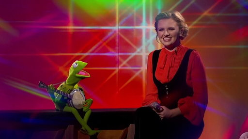 """S1E19 Kermit the Frog and Maddie Poppe Perform """"Rainbow Connection"""""""