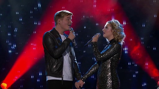 S1E19 Caleb Lee Hutchinson and Maddie Poppe Reveal They're a Couple and Perform a Duet