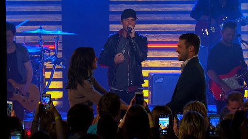 "S14E04 Granger Smith Performs ""Happens Like That"""