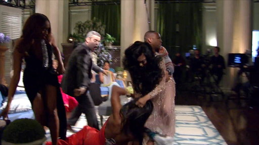 S6E23 Porsha Williams Gets Carried Out of the Reunion