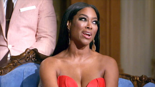 "S6E25 Kenya Moore: ""Stop Wearing Hair from Toys 'R' Us"""