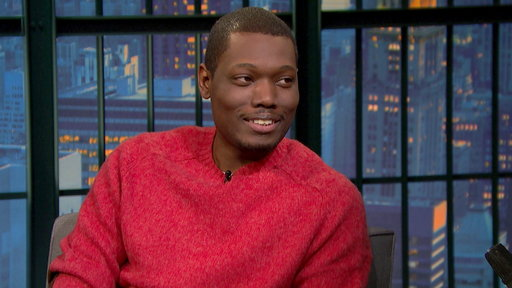 Late Night with Seth Meyers S02E05 Michael Che, Rosamund Pike, Colony House
